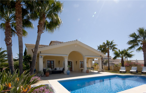Beautiful 4 bed villa with heated pool and Jacuzzi
