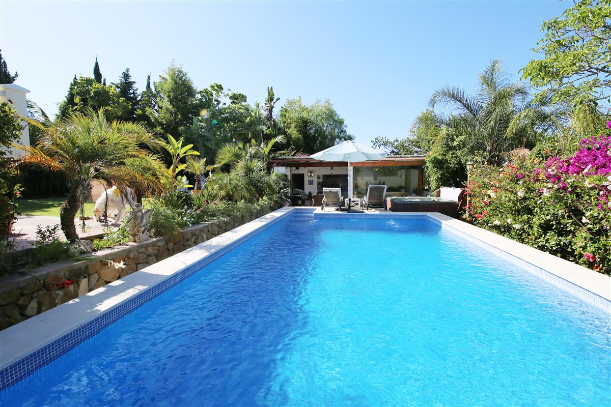 Holiday rental naturist apartment with pool gardens and jacuzzi los llanos de estepona - Outs zwembad in de tuin ...