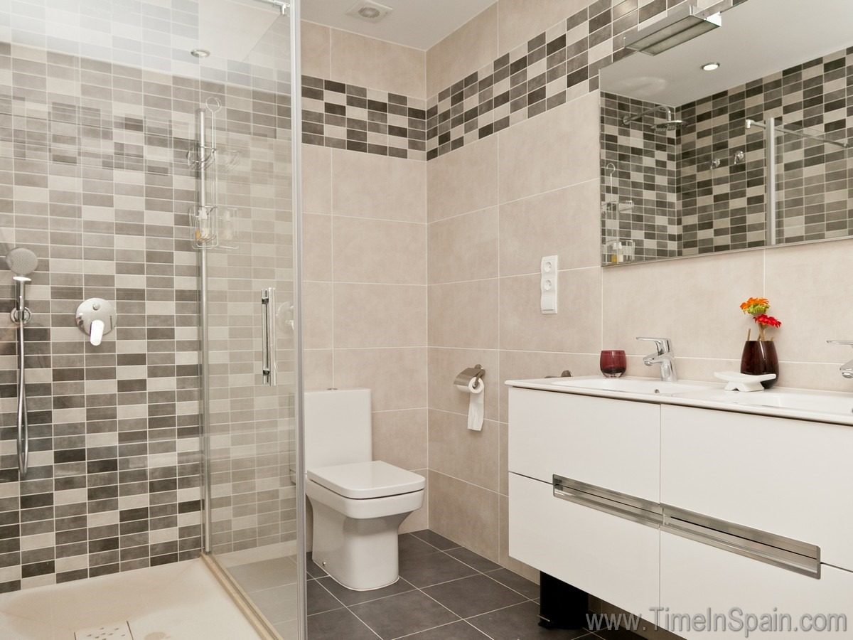 Holiday rental accommodation costa del sol villas to rent for Very modern bathrooms