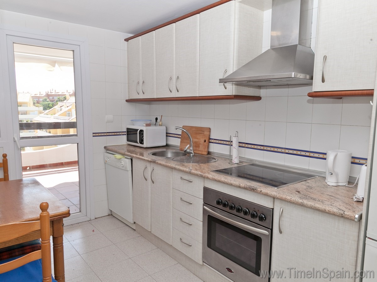 Holiday rental accommodation costa del sol villas to rent for Very modern kitchens