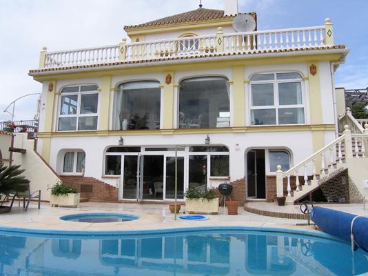 Holiday rental spacious coastal villa with amazing sea for Amazing holiday rentals