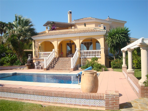 Holiday rental luxury villa with amazing sea views and for Amazing holiday rentals