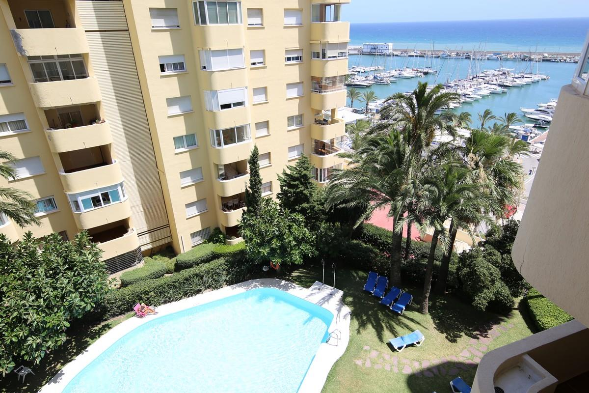 2 Bedroom Apartment/Flat in Puerto de Estepona